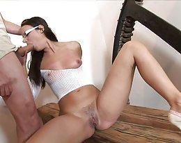 Hot Babe in high Heels und Brille hart gefickt