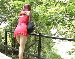 hot Teen in roten Kleid im freien gefickt