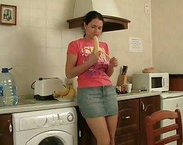 behaarte Schwester anal Spaß in der Küche