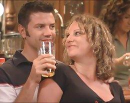 neue Paar wird in einer Swinger-Orgie eingeführt.
