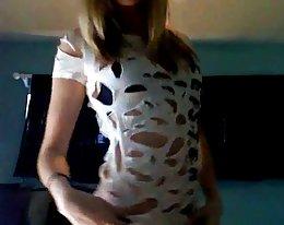 heiße blonde Teen führt phänomenalen striptease