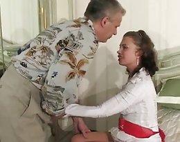 erregt russischen Mädchen von älteren Mann verführt