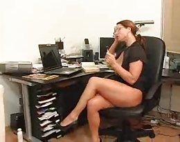 Rothaarige Sekretärin Hottie (Deutsch)