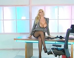 Lucy Zara sexy Office-Assistent