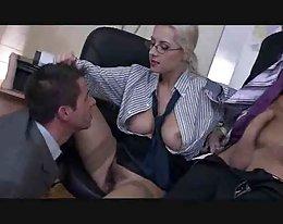 die Chefin hat einen bisexuellen dreier von troc