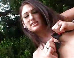 heiße kleine Brüste mit gepierctem Nippel von snahbrandy