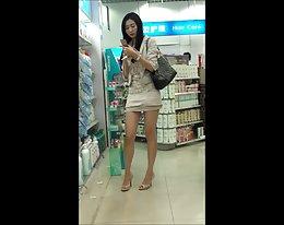 ziemlich chinesischen Mädchen in der Öffentlichkeit