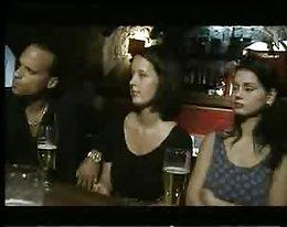 italienische Babes gefickt in einer bar