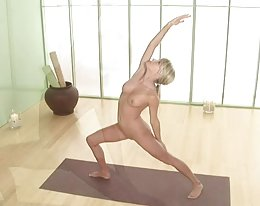 Sara Underwood nackt yoga