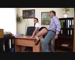 Chef fickt seine Sekretärin: d